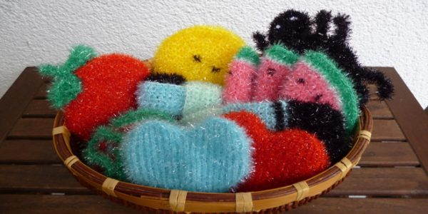 putzschw mme geh kelt gestrickt aus creative bubble schwammgarn stricklinge. Black Bedroom Furniture Sets. Home Design Ideas